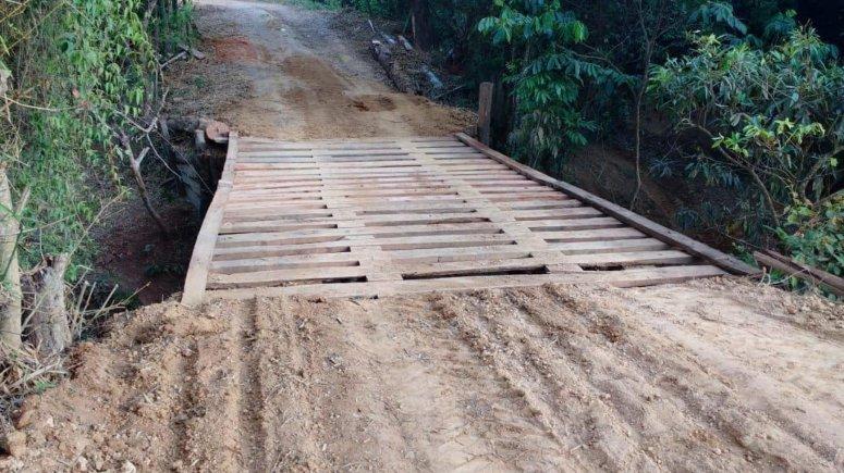 Prefeitura recupera estradas, mata-burros e pontes em áreas rurais