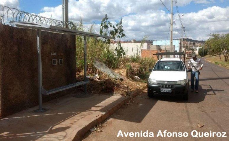 Abrigos de transporte urbano são instalados e reformados pela Prefeitura de Patos de Minas