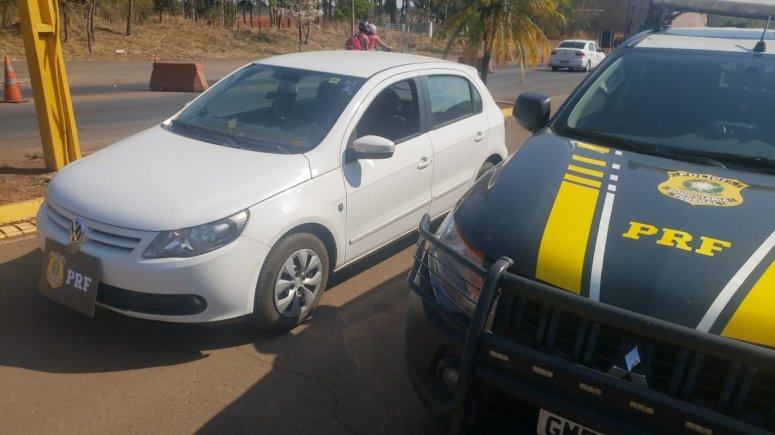 PRF recupera veículo roubado em 2012