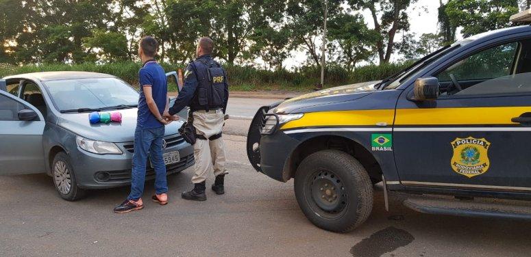 PRF encontra droga escondida em automóvel na BR-365