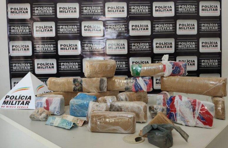 Trio é preso pela polícia ao receber drogas pelo correio em João Pinheiro
