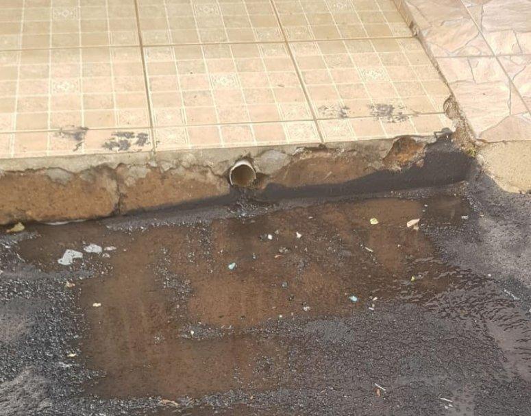 Prefeitura pede apoio à população para que, durante as obras de reperfilamento, seja evitado despejo de água nas vias