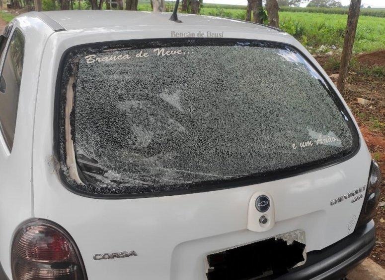 Carmo do Paranaíba: Homem quebra vidro de carro com pedra por causa de ex namorada