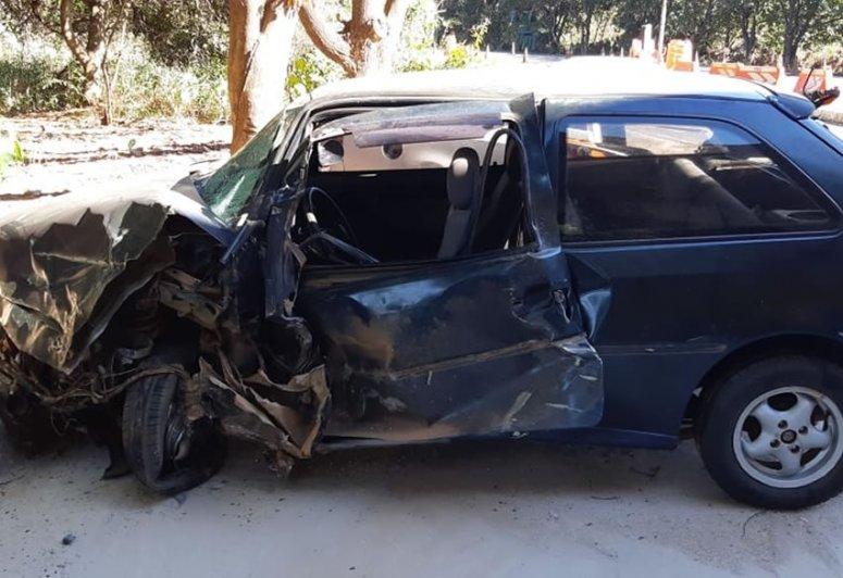 Motorista abandona veículo após colidir de frente com caminhão na BR-040