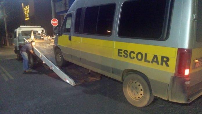 Motorista é preso por transporte irregular de passageiros na BR 354 em Carmo do Paranaíba