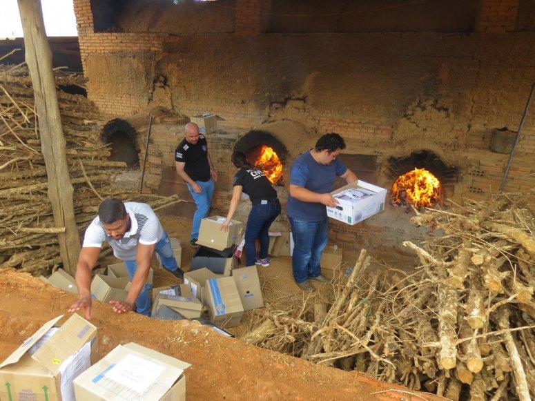 Polícia Civil de Carmo do Paranaíba incinera 65 quilos de drogas apreendidas