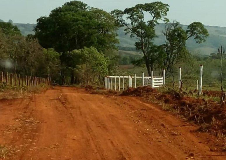 Seis estradas rurais recebem ações de patrolamento e encascalhamento realizadas pela Secretaria de Agricultura