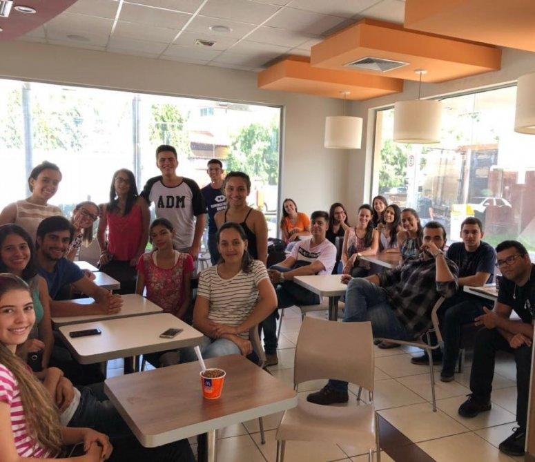Alunos de Administração visitam McDonald's