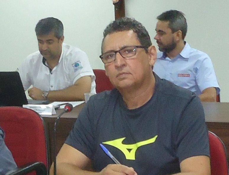Conselheiro do Codema cobra responsabilidades do município pela situação de abandono da praça de nascente