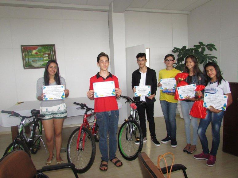 Prefeitura homenageia medalhistas da Obmep das escolas municipais