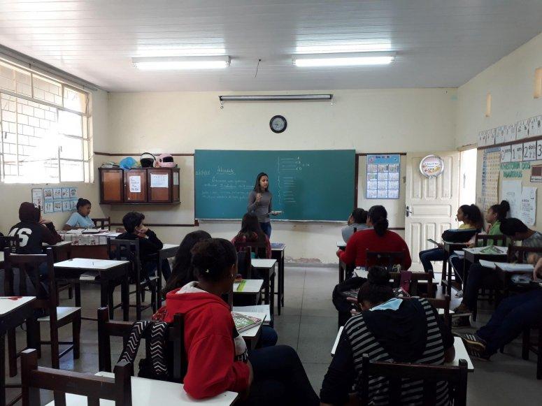 Escola de Patos de Minas recebe equipe do Programa de Combate à Dengue