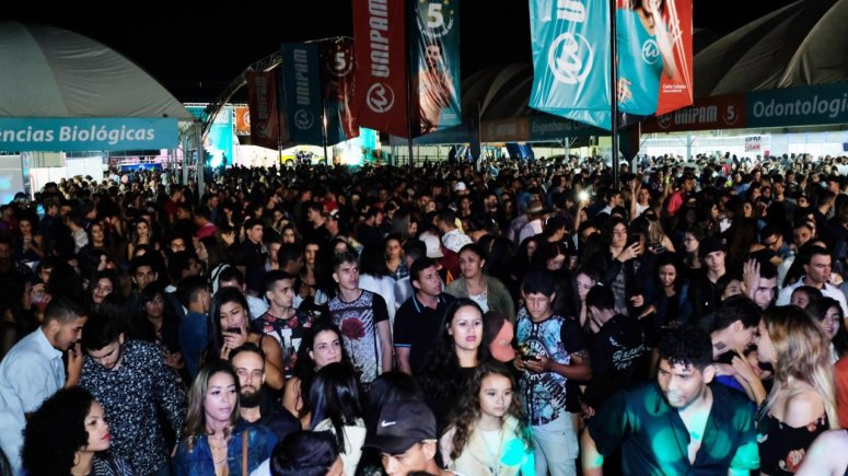 Inauguração das Barracas Universitárias do UNIPAM lota o Parque de Exposições