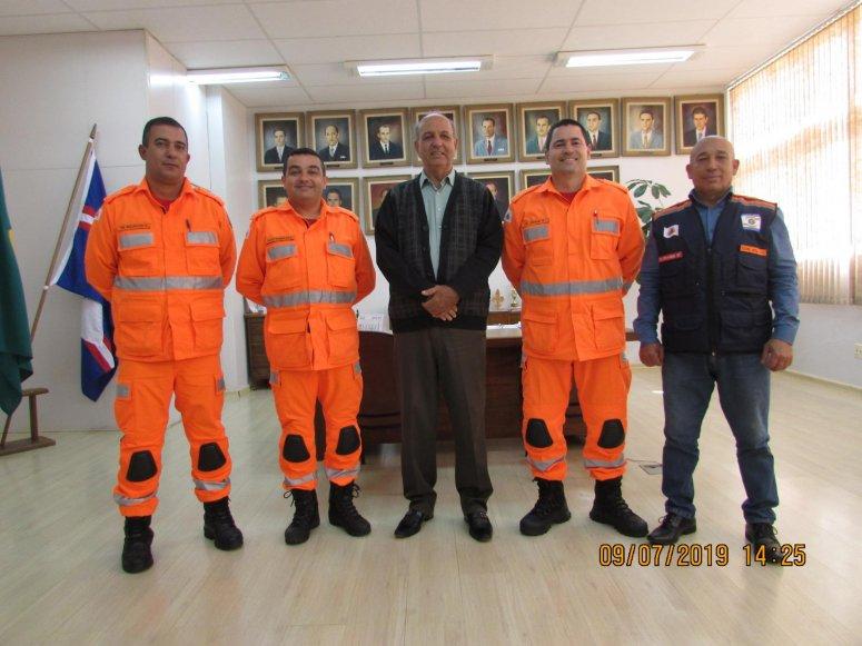Comandante do 2º Comando Operacional de Bombeiros de Uberlândia visita o prefeito José Eustáquio